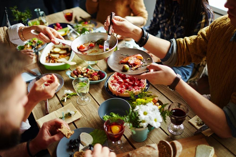 Τι να προσέξεις μέσα στις γιορτές για να μην πάρεις κιλάκια - yang.gr 15b4973e29d
