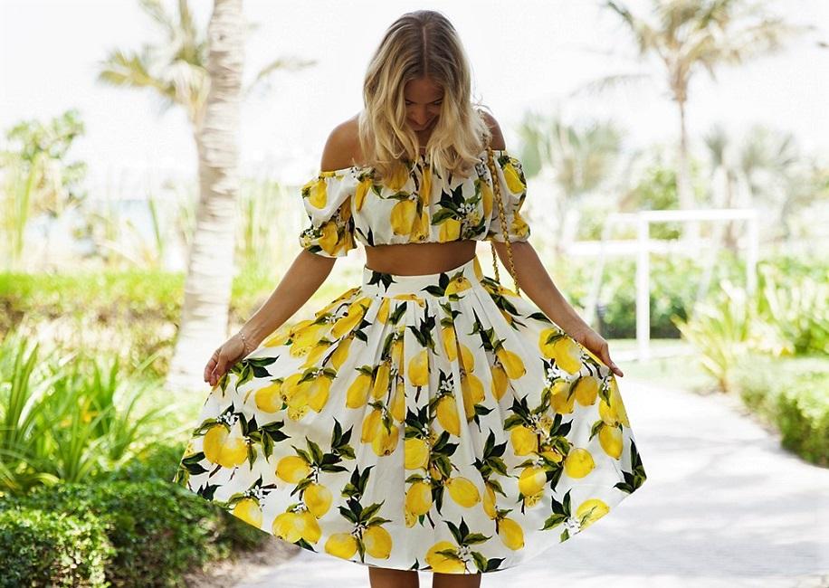 cd45b61c69e4 How to wear: ρούχα με patterns φρούτα ως εναλλακτική για τα floral ...
