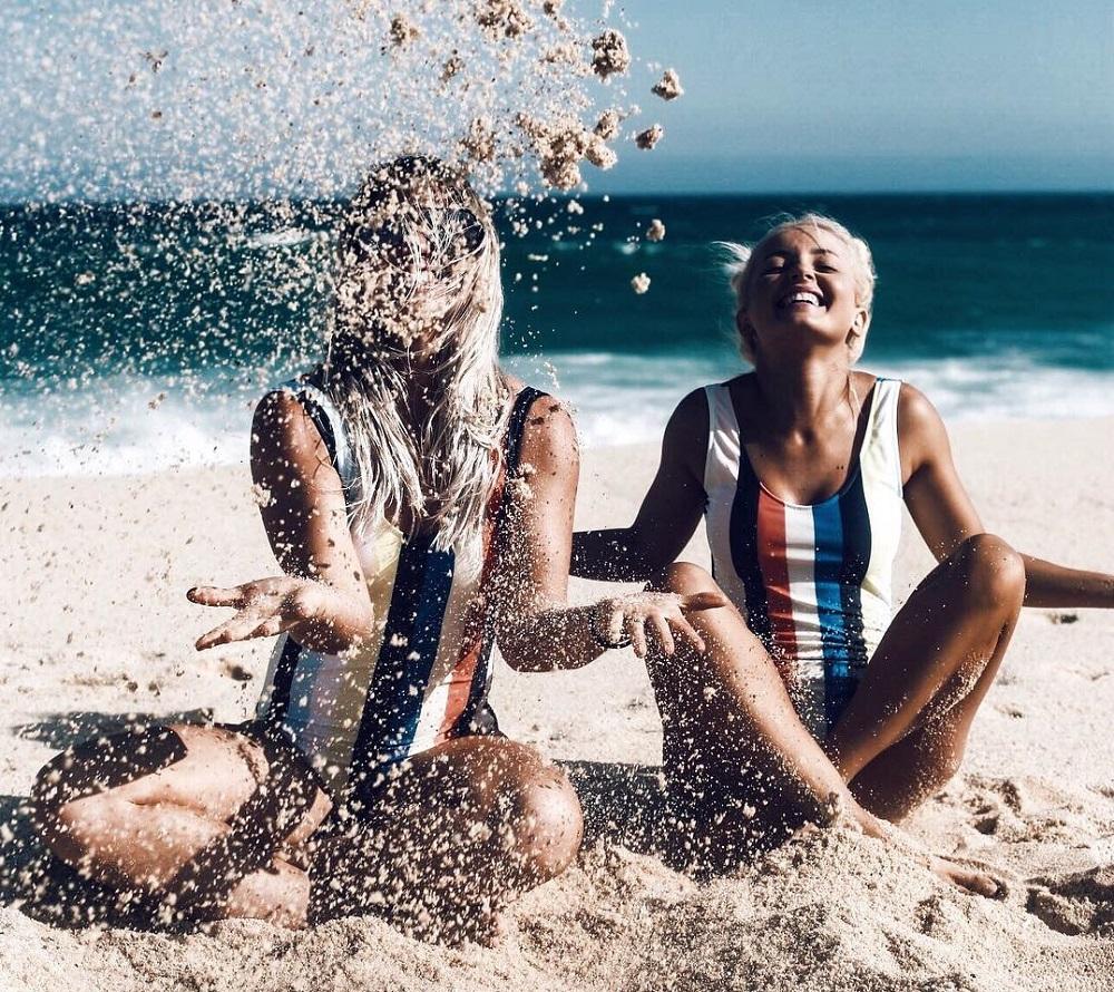 Οι 8 τάσεις του beachwear που ταιριάζουν σε κάθε στυλ και σωματότυπο ... dbe4f7dcbd9